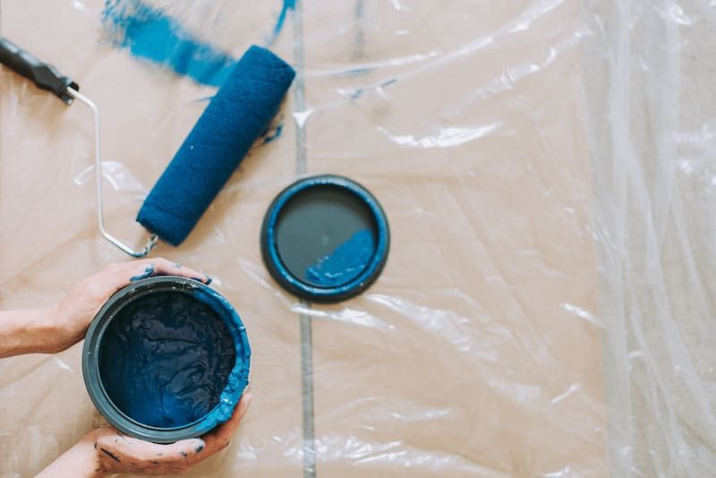 Photo of blue paint and roller by Anete Lusina